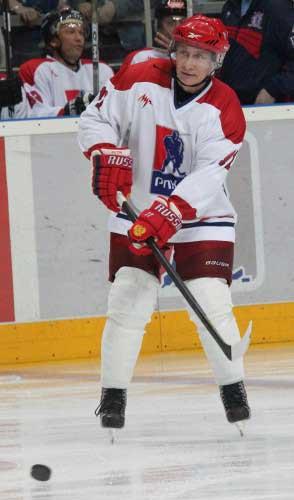 Владимир Путин и сам вышел на лед в составе РЛХЛ